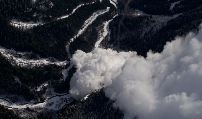 "A monstrous avalanche captured by the crew. [Photo] ""Snowman"" Film"
