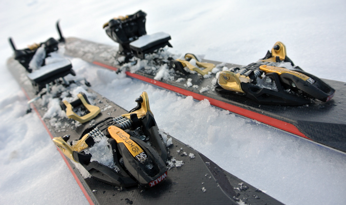 The Kingpin toe has six springs designed to improve retention. The small, black tabs are boot bumpers, intended to aide ease of entry. [Photo] Tyler Cohen