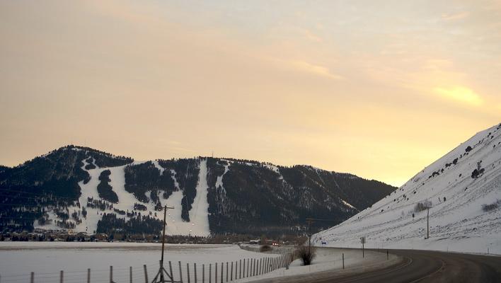 Snow King Mountain by dusk. [Photo] Marco Antonio Torres