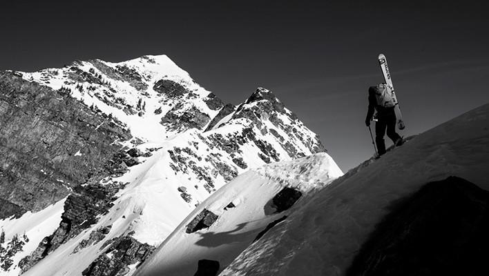 Photo of the Day: Hiking the Ridge
