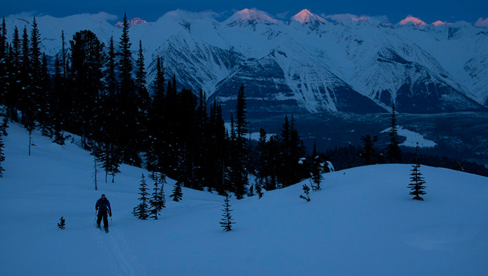Photo of the Day: Tracks under Alpenglow