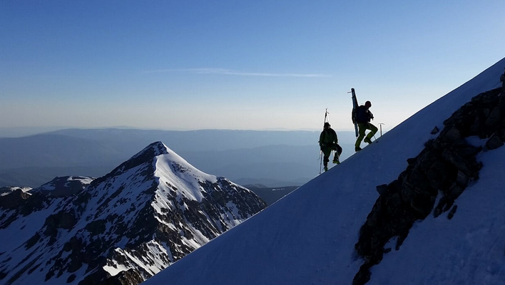 Colter Hinchcliffe and Jordan White setting the bootpack towards the summit [Photo] Riley Soderquist