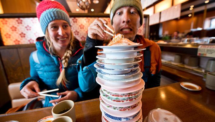Adam U and Tess Golling go for seconds. [Photo] Freya Fennwood