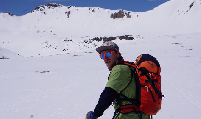 McClellan approaches a snowy ridgeline. [Photo] Tami Razinger