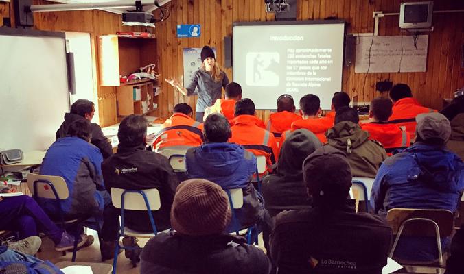 Taran lectures for SABP training in the Barnechea Municipality . [Photo] Courtesy Alex Taran