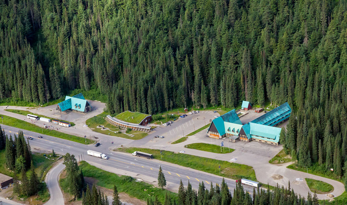 The building complex at Rogers Pass. [Photo] R. Buchanan for Parks Canada