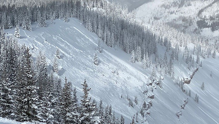 Skier Dies in Thursday Avalanche in Popular East Vail Chutes, Avalanche Warning In Effect